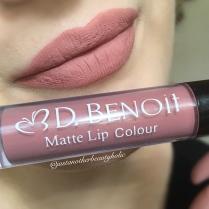 janine lipswatch